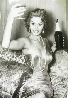 Sophia Loren -Cheers!