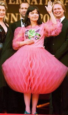Bjork in pink lantern dress - how did they make this??