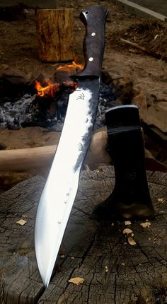 Dark Timber Custom Knives Survival Weapons, Survival Knife, Survival Tools, Knives And Tools, Knives And Swords, Armas Ninja, Bushcraft Kit, La Forge, Forged Knife