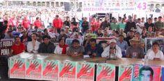 Media hora después de lo pactado se inició en el Museo Tecnológico (Mutec) el segundo encuentro del presidente Enrique Peña Nieto y los familiares de los 43 estudiantes normalistas de Ayotzinapa, desaparecidos hace un año. En contraste, las fuerzas federales del orden, como elementos de la Policía Federal y del Cuerpo de Guardias Presidenciales, sí […]