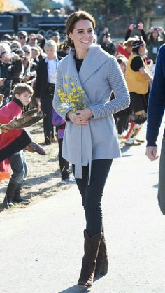 Kate Middleton's style has evolved from safe and conservative to elegant and chic. See our favourite Kate Middleton style moments here. Style Kate Middleton, Kate Middleton Outfits, Kate Middleton Jeans, Kate Middleton Fashion, Royal Fashion, Look Fashion, Fashion Killa, Mode Outfits, Fashion Outfits