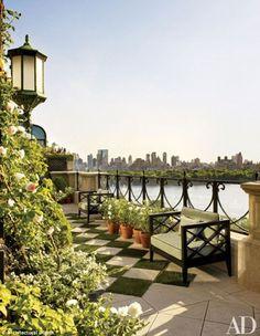 Bette Midler's New York Penthouse Architectural Digest New York Penthouse, Manhattan Penthouse, Luxury Penthouse, Manhattan Apartment, Manhattan Skyline, Outdoor Rooms, Outdoor Gardens, Outdoor Living, Rooftop Gardens