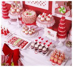 Stunning Red and White Candy Christmas Desserts #christmas #partytable