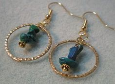 Why choose between dangles and hoops? With this free jewelry making video for Dangle-in-a-Hoop Beaded Earrings, you can have both in one fabulous accessory!