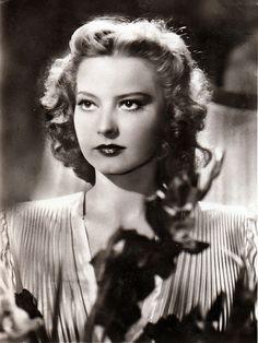 Zita Szeleczky, a beautiful hungarian actress Vintage Portrait, Vintage Photos, Merle Oberon, Famous Women, Femininity, Vintage Photography, Pin Up Girls, Hungary, Divas