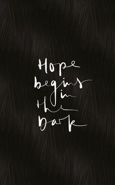 Hope begins in the dark. Viele weitere Sprüche und Inspirationen findest du auf www.talesbyjen.com