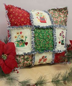 Sewing Cushions Free project instructions to make a rag quilt pillow Patchwork Cushion, Patchwork Fabric, Quilted Pillow, Christmas Rag Quilts, Christmas Pillow, Vintage Embroidery, Machine Embroidery, Embroidery Designs, Sewing Crafts