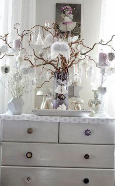 love this modern take on a christmas tree