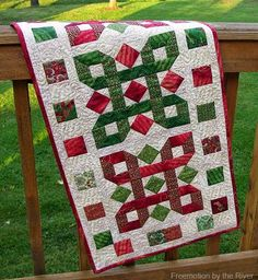 'Tis the Season table runner ~ free quilt pattern   from Freemotion by the River