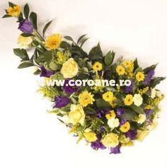 Buchet tip jerba cu trandafiri, lisianthus si crizanteme. Pentru un buget redus, va sugeram sa optati pentru acest buchet tip jerba Buget, Floral Wreath, Wreaths, Decor, Floral Crown, Decoration, Door Wreaths, Deco Mesh Wreaths, Decorating