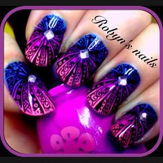@robyns_nails I'm nit a fan of the oval shape I would go with the square