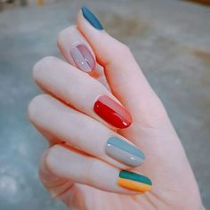 An elegant grown up version of adding a quirky and bright rainbow to your nails to add a bit of colour to your day , Alice make up a/ Beauty tip. 29 ideias de unhas que vão mudar seu conceito sobre nail art Cute Nails, Pretty Nails, Cute Nail Art, Beautiful Nail Art, Gorgeous Nails, Hair And Nails, My Nails, Nailart, Manicure E Pedicure