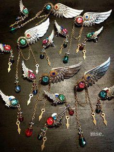 宝石の翼 イヤーカフ in 2020 Resin Jewelry, Jewelry Crafts, Jewelry Art, Jewelry Accessories, Jewelry Design, Kawaii Jewelry, Cute Jewelry, Fantasy Jewelry, Gothic Jewelry