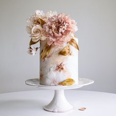 Swooning over the stunning craftsmanship of this amazing cake by . Elegant Wedding Cakes, Wedding Cakes With Flowers, Beautiful Wedding Cakes, Gorgeous Cakes, Pretty Cakes, Amazing Cakes, Cupcakes, Cupcake Cakes, Single Tier Cake