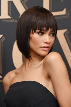 the fashion complex – Zendaya wearing Viktor & Rolf at the world… – - All For Hair Color Trending Bob Hairstyles For Thick, Haircuts With Bangs, 80s Hairstyles, Pelo Corto Victoria Beckham, Medium Hair Styles, Curly Hair Styles, Graduated Bob Haircuts, Long Hair Video, Shoulder Length Hair