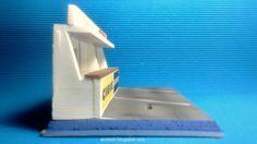 Diorama Le Mans Box Clasic #slot #diorama #132scale #base  #scalextric #ninco #carrera #slotit #diecast #hotwheels #resin #forsale #miniature #art #airbrush #modelism #hobby #modelismo #rally #lemans #pitlane #boxes #clasic #kit #diy #wec #wrc #lemans24h Ho Slot Cars, Le Mans, Airbrush, Carrera, Diorama, Rally, Diecast, Miniature, Resin