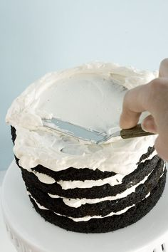 how to frost a cake!