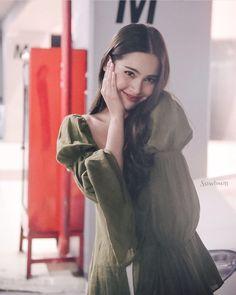 Kiko Mizuhara, The Crown, Asian Style, Asian Beauty, Fur Coat, Actresses, Princess, Pretty, Cute