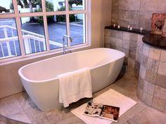Freestanding bathtub