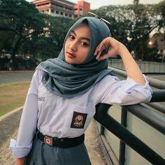 Girl in Hijab School Outfits Highschool, High School Girls, Muslim Girls, Muslim Women, Beautiful Hijab, Beautiful Women, Hijab Collection, Indonesian Girls, School Uniform