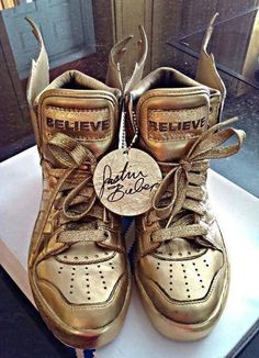 Justin Bieber's Sneakers omg these were the special ones from believe Justin Bieber 2015, Justin Bieber Shoes, Justin Bieber Outfits, Jeremy Scott, Believe, Buy Shoes, Me Too Shoes, Cheap Shoes, Justin Bieber Merchandise