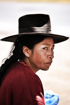 Quechua woman with hat, Bolivia Bolivia, Cultures Du Monde, World Cultures, We Are The World, People Around The World, Peruvian Art, Indian People, Equador, Beauty Around The World
