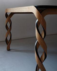 Tafel met gedraaide poten