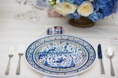 A beautiful wedding inspiration shoot inspired by Portuguese tiles, in Portugal, with a blue color palette. Spanish Themed Weddings, Spanish Wedding, Portuguese Wedding, Lemon Party, Mediterranean Wedding, Wedding Cake Designs, Wedding Cakes, Design Floral, Disney Little Mermaids