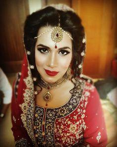 #Pakistanibrides #indianbrides #baraat #bridalmakeup #brideinred #hudabeautylashes #hudabeauty #dollhousedubai #makeupbysophia #abudhabibrides #uaeweddings #uaemuas #uaemakeup #asianbridalmakeupartist #sophias_makeup_art by sophias_makeup_art