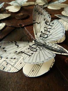 Trendy Diy Paper Butterflies Tutorials Book Pages Butterfly Decorations, Butterfly Crafts, Butterfly Art, Paper Butterflies, Beautiful Butterflies, Diy Papillon, Diy Paper, Paper Art, Paper Crafting