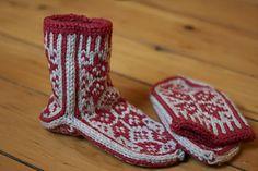 Ravelry: Nordic Slipper Socks pattern by Natalie J Jones Knitted Slippers, Slipper Socks, Knit Mittens, Knitting Socks, Hand Knitting, Knitting Patterns, Crochet Patterns, Knit Socks, Form Crochet