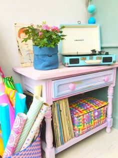5 prachtige en kleurrijke meubel make-overs https://www.ikwoonfijn.nl/5-prachtige-en-kleurrijke-meubel-make-overs/