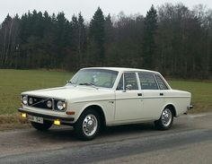 Volvo 144 GL 1972... Closest thing to a Mark I Escort I've found in the U.S. Also: cute car.