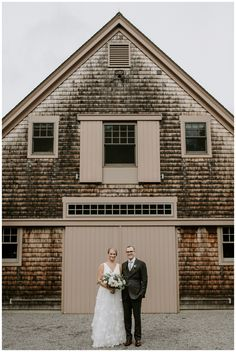 Earthy bride and groom wedding portraits. Photography by Scarlet Roots. Edgy Wedding, Timeless Wedding, Wedding Ideas, Wedding Signs, Rustic Wedding, Wedding Venues, Country Wedding Photos, Country Barn Weddings, Cowboy Weddings