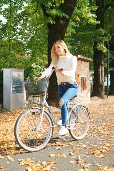 Marzia Bisognin   bike   autumn   fall leaves   white turtleneck sweater   ripped jeans   in sovizzo, italy