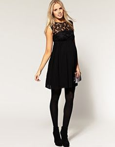 Black lace cut-out in maternity! Yes, please!