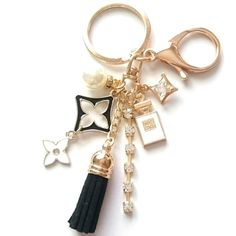 Cute Jewelry, Jewelry Crafts, Diy Bag Charm, Christmas Gifts For Friends, Diy Keychain, Branded Bags, Key Fobs, Craft Tutorials, Key Rings