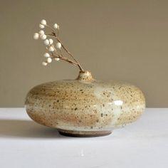 blueberry modern — s-c-r-a-p-b-o-o-k: Bob Dinetz Ikebana Flower Arrangement, Flower Arrangements, Pottery Vase, Ceramic Pottery, Cerámica Ideas, Pottery Designs, Bronze, Ceramic Flowers, Contemporary Ceramics