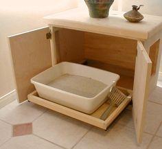 LA LITTIÈRE /// Certes c'est plus esthétique de cacher la litière ou plus pratique (pour nous humains) afin d'éviter les odeurs. MAIS pour l'animal c'est une source de STRESS que de DEVOIR aller aux toilettes constamment dans une odeur étouffante d'amoniac. Imaginez vous aller aux toilettes en apné ?!!! Je vis depuis 5 ans avec une litière non fermée (basse) nettoyée tous les 2 ou 3 jours et aucun problème d'odeur. Bannissez les toilettes fermées et pensez AUSSI à vos compagnons poilus :)