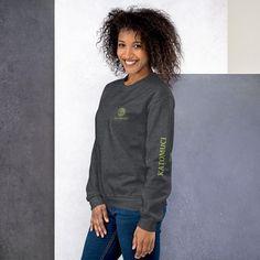 Ein robuster und warmer Katomuci Hoodie, der dich in den kalten Monaten warmhält. Social Media Outlets, Pullover, Cold Day, Rib Knit, Sweatshirts, Sweaters, Cotton, Unisex, Classic