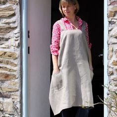 Linen Apron - Aprons Helen Round -  I love how the apron falls naturally and loose!