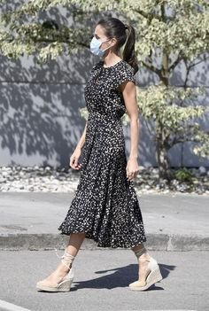 Modest Outfits, New Outfits, Chic Outfits, Fashion Outfits, Espadrilles Outfit, Formal Business Attire, Modesty Fashion, Queen Letizia, Royal Fashion