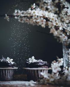 Chocolate + flowers 💗🍫🌸