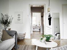 On peut avoir son lit, son bureau et son salon dans la même pièce, lorsque l'ensemble est aussi agréable à regarder, on ne s'y sent probabl...
