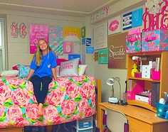 50 Lily Pulitzer Home Decorations - Lilly Pulitzer has at all times been about a colorful, happy, resort frame of mind. She has always been about a colorful, happy, resort state of mi. by Joey Preppy Dorm Room, Preppy Bedroom, Cute Dorm Rooms, Modern Bedroom, Dorm Life, College Life, Shabby, Room Goals, Man Room