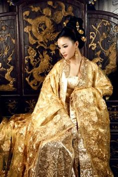 Gong Li in Curse of the Golden Flower