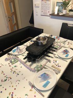 Falls man bei einer Familienfeier nicht weiß was man kochen soll, passt Raclette perfekt Turntable, Hot, Sweet, Cooking, Candy, Record Player