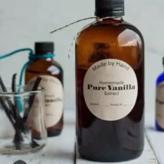 Making your own Homemade Vanilla Extract is so simple and makes the best handmade gift. This recipe uses vodka or bourbon and can also be made in the Instant Pot. Vanilla Extract Recipe, Vanilla Recipes, Vanilla Flavoring, Homemade Liqueur Recipes, Homemade Kahlua, Homemade Liquor, Homemade Syrup, Instant Pot, Homemade Alcohol