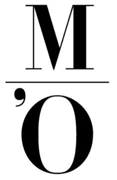 Épuré, facile à retenir, et déclinable à volonté, le logo du musée d'Orsay utilise habilement les initiales du nom du musée en les superposant, le tout séparé par un trait fin et simple rappelant le bâtiment.