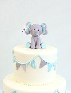 Bebé elefante Fondant pastel de cumpleaños por CakesbyMaylene